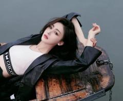 张天爱西湖写真 雪肤玉貌身材曼妙性感撩人
