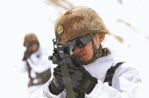 新疆军区某团开展实战化训练影像