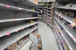 台湾疫情升温 卫生纸、泡面被抢购一空