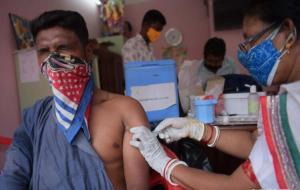 印度累计新冠确诊病例超2400万例