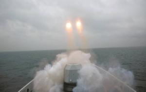 东部战区海军舰艇实战攻防演练