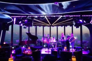 """济南泉客厅·LAPUTA天空之城——跨年迪斯科复古派对今晚摩登开场,相约""""云端""""一同激情跨年"""