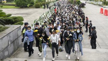 Crowds bid farewell to Yuan Longping, 'father of hybrid rice'