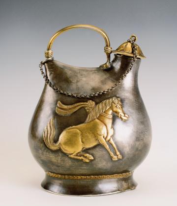 鎏金舞马衔杯银壶为什么能成为国宝级的文物?它珍贵在哪?