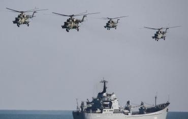 俄黑海舰队在克里米亚大规模军演