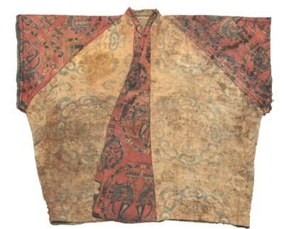 唐团窠对兽纹夹联珠对鸟纹半臂   成都博物馆供图