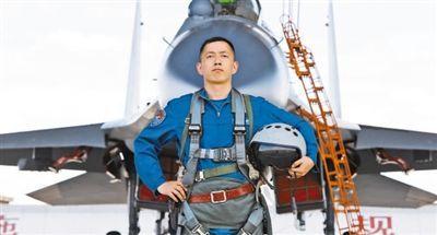 """空军航空兵某旅""""杜凤瑞大队""""大队长邱麟辉——砺剑蓝天,为战旗争光"""
