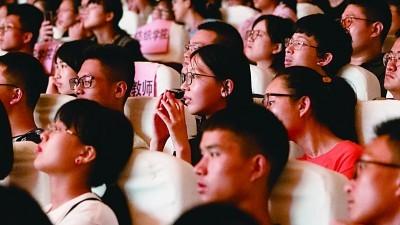 """上海:""""大师剧""""成校园文化新风尚"""