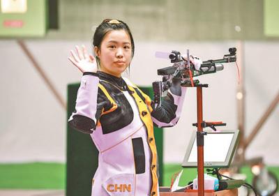 沉稳一枪,杨倩为中国体育代表团拼下奥运首金—— 让五星红旗高高飘扬