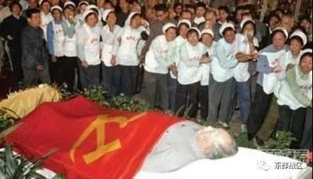 毛主席逝世45周年,我们永远怀念您……
