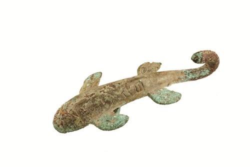 图1 西汉鲵鱼形铜带钩
