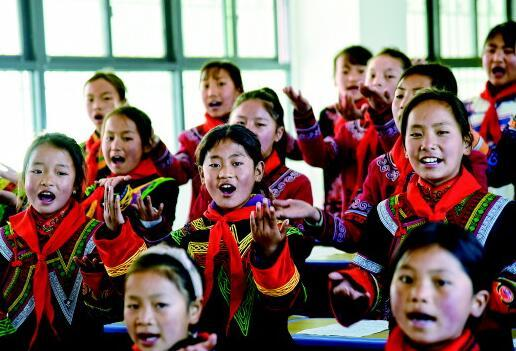 """那间教室 来自大凉山少年的""""天籁之音"""""""