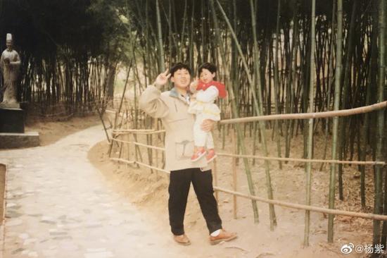 懒理与那英不合传闻 杨紫晒旧照为爸爸庆祝父亲节