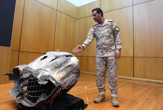 △多国联军展示导弹残骸 图片来源:当地媒体