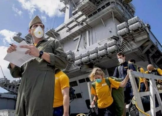 """2020年,美军""""罗斯福""""号航母染疫,折腾了大半年"""