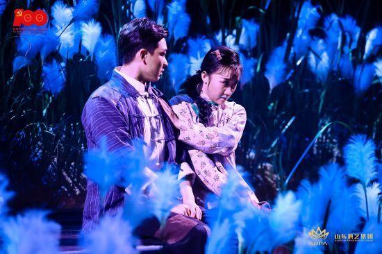 山东演艺集团献礼党的百年华诞,原创红色话剧《微山湖》在山东省会大剧院成功演出