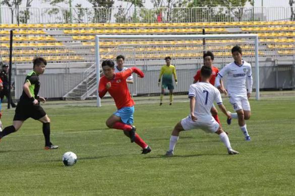全国中学生足球精英激情角逐青岛城阳白沙湾