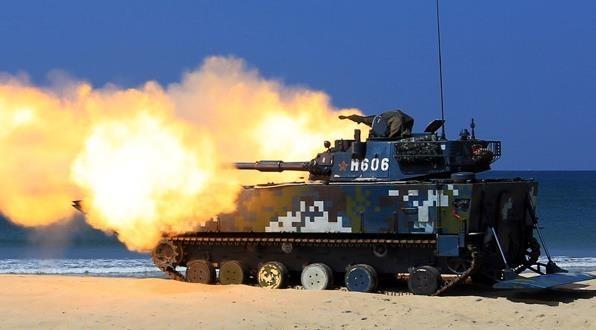 解放军东南沿海开展两栖投送作战演练