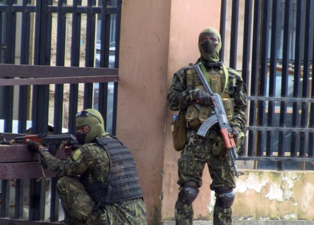 """几内亚叛军指挥官:政府""""管理不善""""引发政变"""