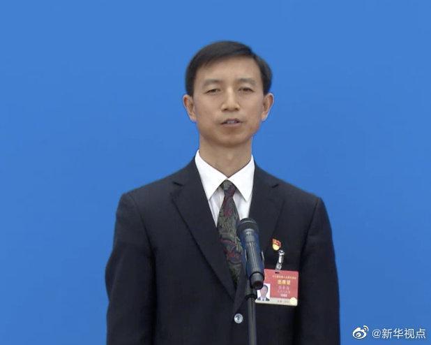 张金海代表:建议设立中国环卫工人节