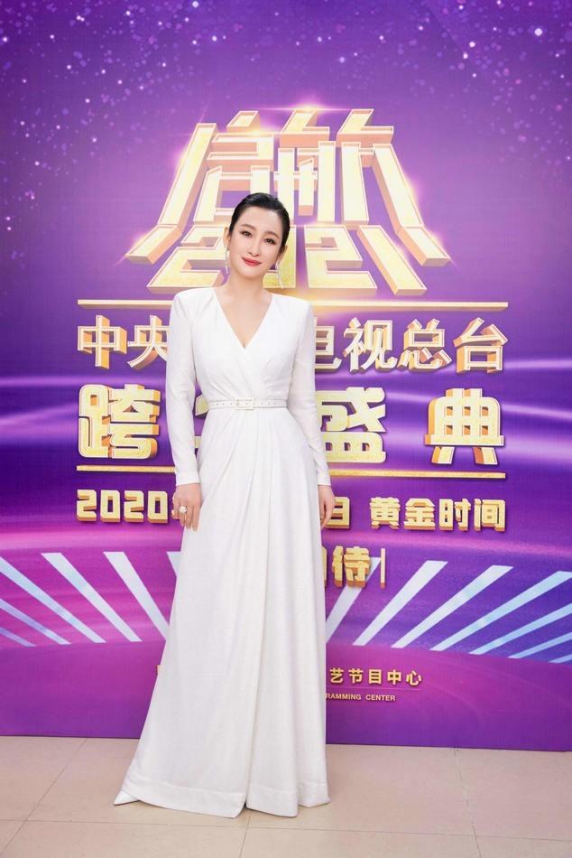 秦海璐亮相央视北京卫视跨年晚会 精彩献唱迎接元旦