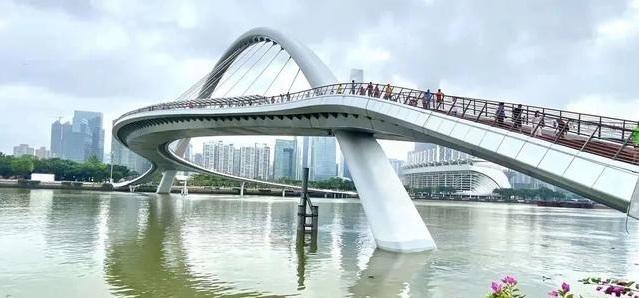 广州城市新名片打卡地珠江海心桥 连接珠江两岸全长488米