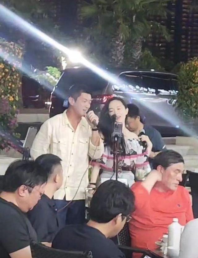 杜江霍思燕三亚开心游玩超亲和 霍思燕显胖疑怀孕