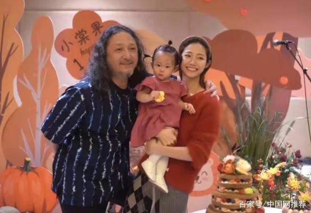 三宝与妻子为女儿庆生 刘欢毛阿敏等乐届大咖现身