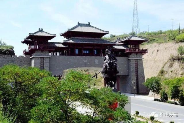 榆中县北城门与蒙恬像 资料图