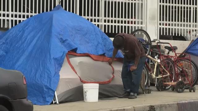 疫情加剧贫富差距 美国无家可归者持续增多