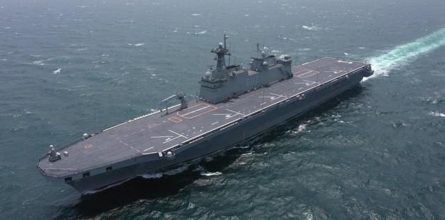 """韩国""""准航母""""马罗岛号两栖攻击舰正式服役"""