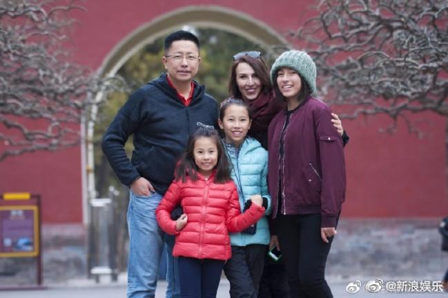 李阳被曝家暴后仍在开课 前妻晒女儿嘴角伤痕明显