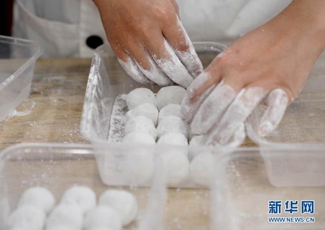 上海豫园老字号汤圆生意火