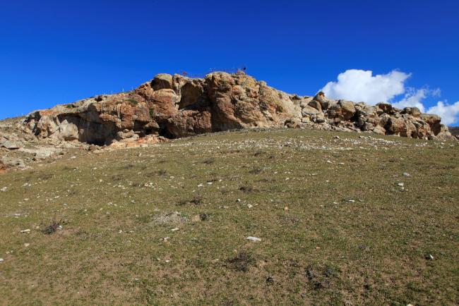 唐巴勒塔斯洞穴彩绘岩画环境