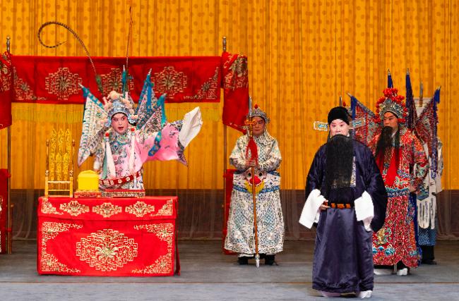 金喜全在京剧《龙凤呈祥》中扮演的周瑜与朱强扮演的鲁肃
