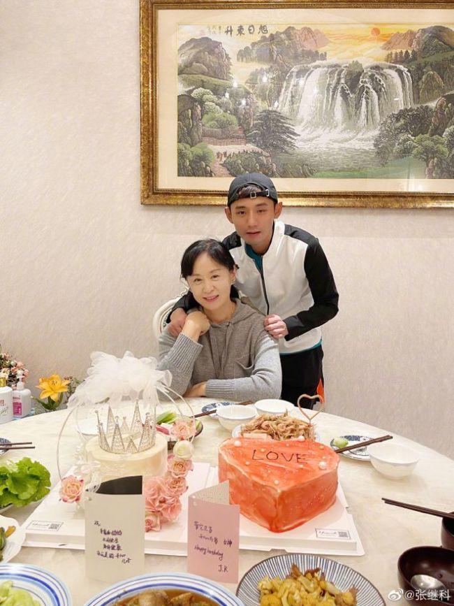 张继科写藏头诗为妈妈庆生 曾用同样招数祝贺景甜