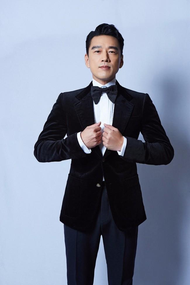 王耀庆出席凤凰网时尚之选颁奖盛典 斩获年度时尚跨界演员