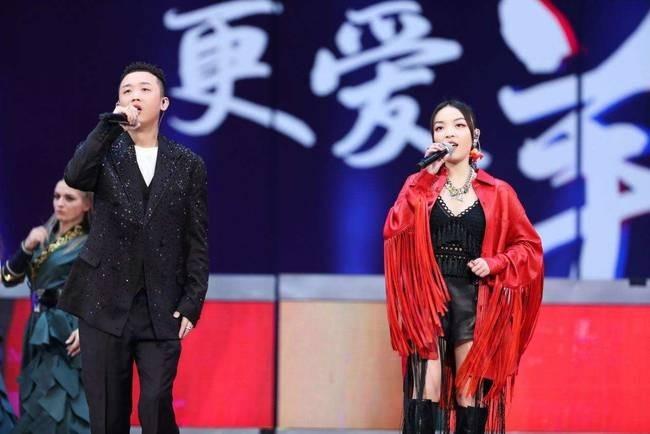 GAI周延携VaVa威尔亮相东方卫视跨年合唱《爱江山更爱美人》
