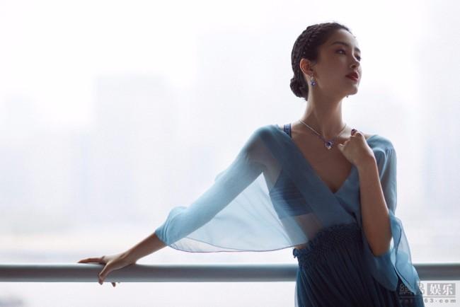 杨采钰穿透视纱裙性感妩媚 双腿又细又长