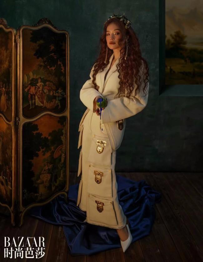 舒淇登《时尚芭莎》封面宛若油画女郎置身梦幻之中