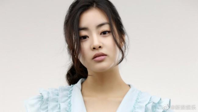 韩国女星姜素拉产女