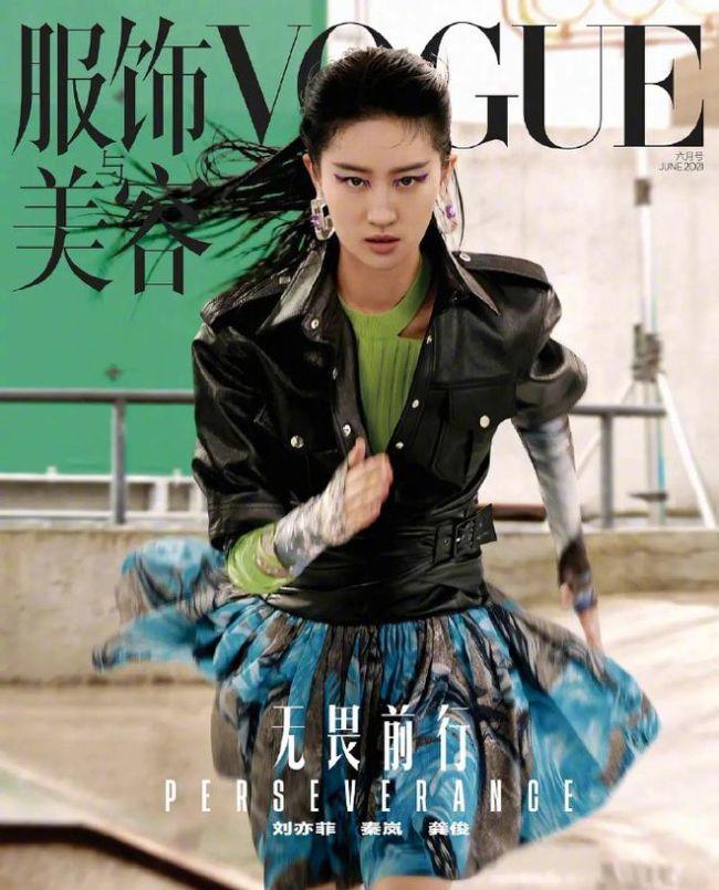 刘亦菲新造型引热议 奇怪眼线撞脸周笔畅