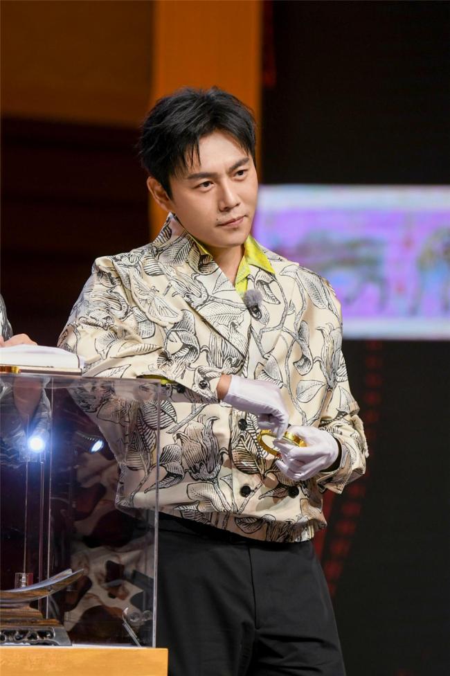 """《奔跑吧9》收视三连冠 保卫""""国宝""""跑男有力量"""
