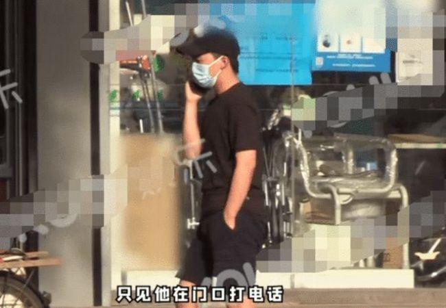 郭麒麟街头被拍 不开豪车坐拼车 全身没穿一件名牌
