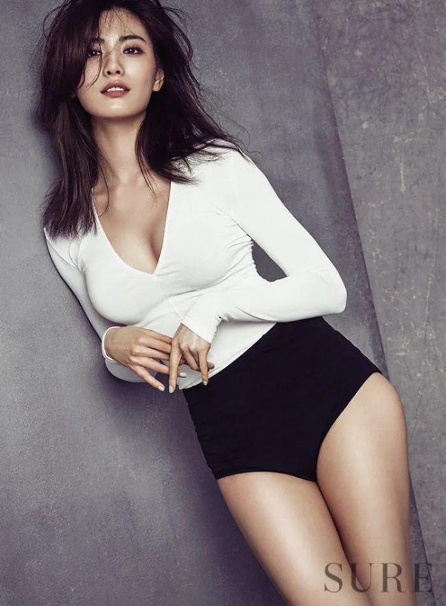 这盈盈一握的小蛮腰真勾魂 韩国女星身材火辣