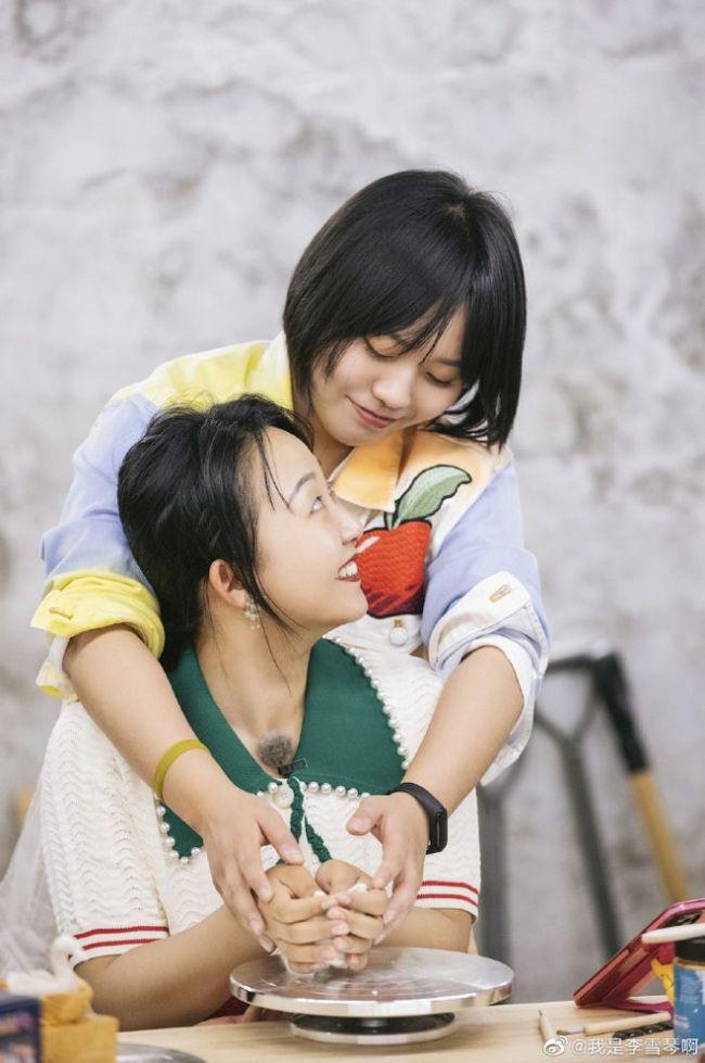 李雪琴晒合照为辣目洋子庆生:铁子生日快乐