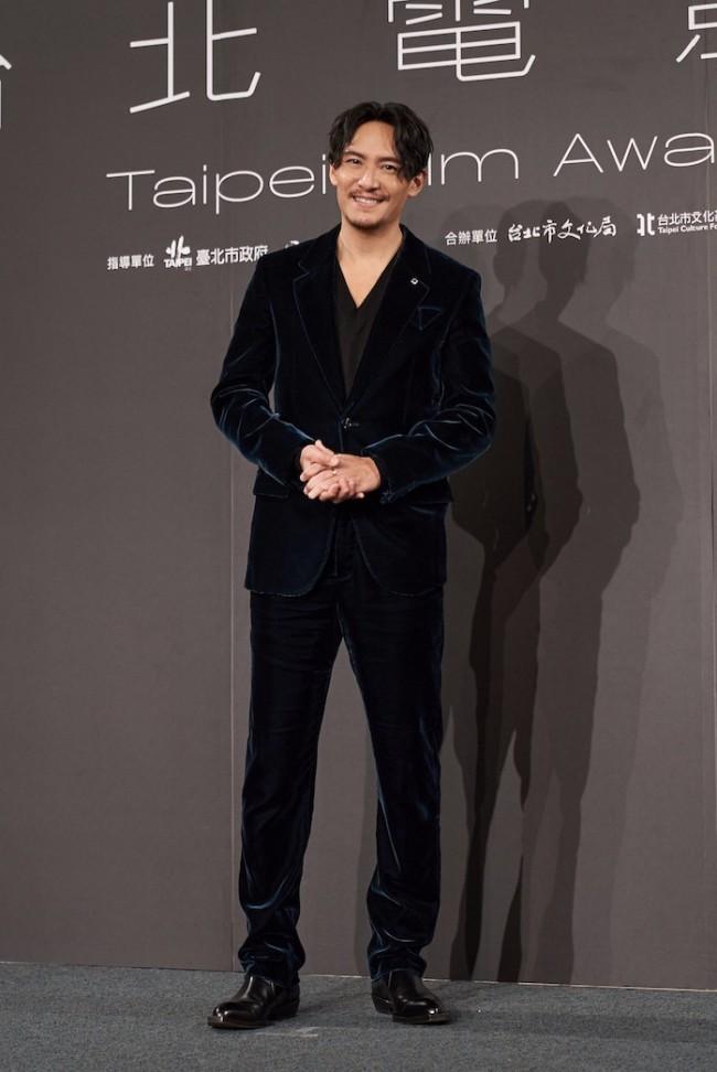 张震出席第23届台北电影奖 彰显成熟型男风范