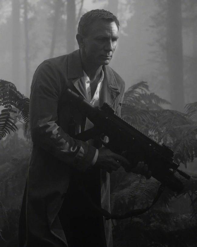 《007:无暇赴死》男女主角曝性感写真