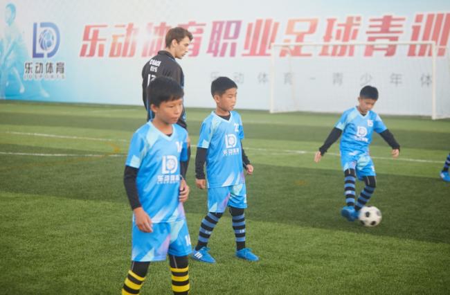 精英培训,对家长开放,乐动体育让父母成为孩子第一个球迷!