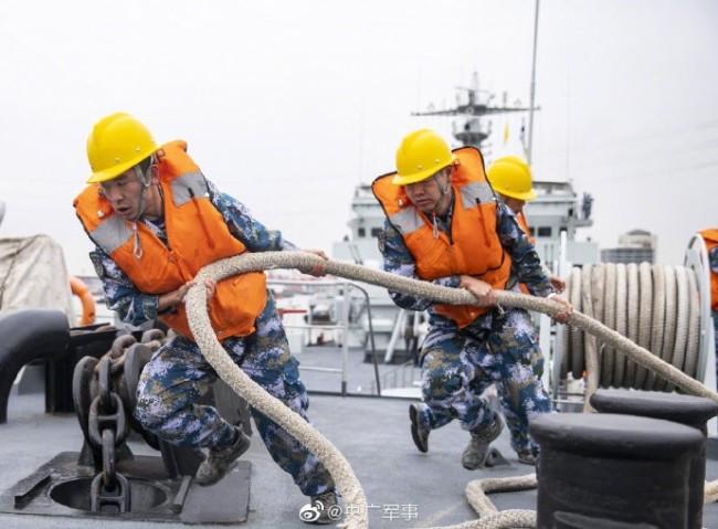 乘风破浪!第一视角看登陆舰海上训练